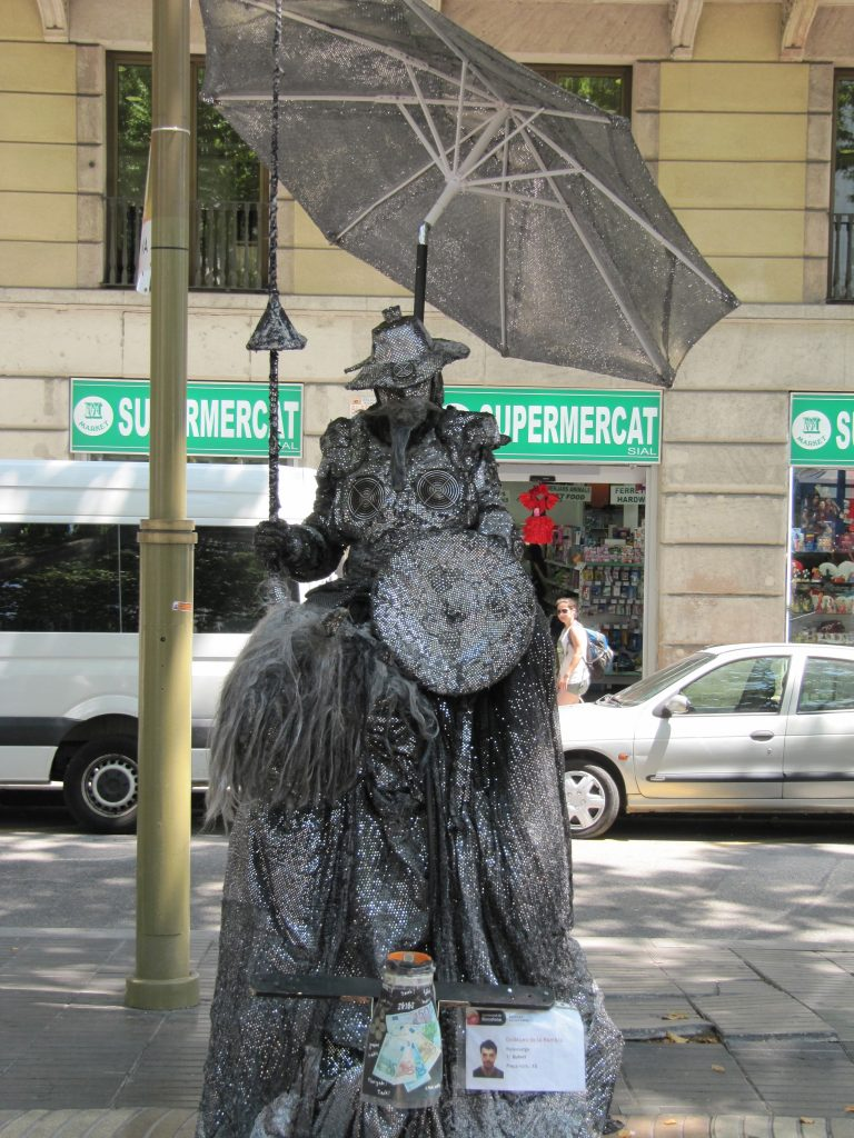 Statues and street painters in the Gothic Quarter